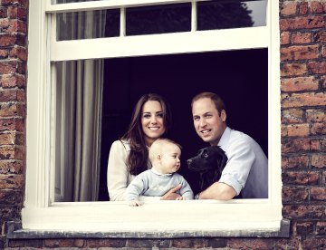 1396293757_prince-william-kate-middleton-george-zoom